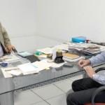 Secretário-executivo do Gabinete de Prefeito, Pedro Alves, conversa com o secretário de Planejamento Márzio Delmoni sobre o projeto
