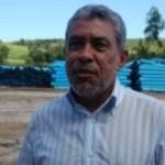 Klécio Santos acompanha a instalação da tubulação