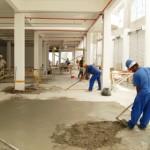 Operários trabalham no canteiro de obras do Shopping Popular