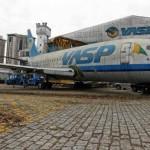 Velha aeronave da Vasp abandonada no pátio do Aeroporto de Congonhas