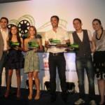 Equipe vencedora recebe o prêmio conquistado em nível nacional