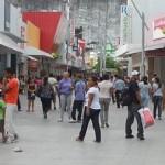 Lojistas abrem no 1º de Maio em horário reduzido