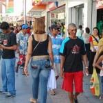 Comércio varejista amplia as vendas e inadimplência cai um pouco