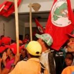 Sem terra invadem Banco do Nordeste e querem perdão de dívida