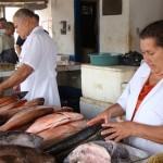 Mercado Jaraguá registra aumento no movimento de venda de peixes, porém, muitos consumidores saem decepcionados pela falta da carapeba