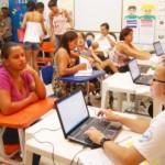 Vice-prefeita leva ação social aos bairros da capital Maceió