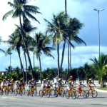 Passeio ciclístico na orla marítima de Maceió