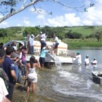 Estudantes e comunidade prestigiaram repovoamento de barragem