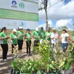 Colaboradores da Algás participam do plantio de mudas de árvores nativas na Reserva Osvaldo Timóteo