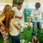 Comunidade visita estandes sobre educação ambiental