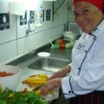 Tânia Mendes de Souza faz curso de Gastronomia e conquista primeiro emprego