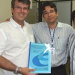 Marcos Fontes e Aldemar Monteiro entregam projeto a José Emílio Dantas, do laticínio Fort