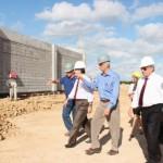 Secretário Luiz Otávio Gomes e governador Teotonio Vilela Filho visitam a nova fábrica da Bauducco em Rio Largo