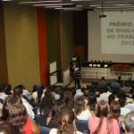 Empresários e colaboradores participam da entrega do Prêmio Qualidade do Trabalho na Casa da Indústria