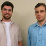 Jornalistas Giuliano Porto e Carlos Madeiro, vencedores do Prêmio Allianz categoria Radiojornalismo