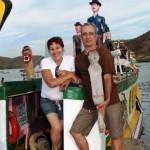 Barco Karandash idealizados pelos artistas Dalton Costa e Maria Amélia Vieira leva cultura à população ribeirinha do rio São Francisco
