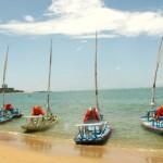 Jangadas instaladas na Praia da Pajuçara a serviço dos turistas