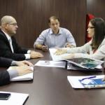 Secretário Marco Fireman e o superintendente do Banco do Brasil discutem a parceria para a construção dos aeroportos