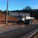 Chuva interrompe fluxo de veículos nas duas vias da Pierre Chalita