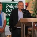 Reinaldo Falcão, (ABES), Milton Pradines, (Braskem), e Valdice Gomes (Sindjornal) no lançamento do Prêmio Braskem