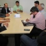 Prefeito em reunião com empresários dos transportes coletivos da capital