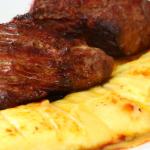 Carne acompanhado com queijo de coalho: um prato delicioso
