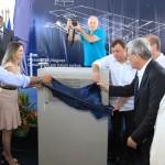 Governador Teotonio Vilela, prefeito Cristiano Matheus, secretários e empresários descerram a placa que marca o início da construção da fábrica