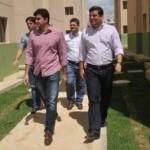 Prefeito Rui Palmeira e vice-prefeito Marcelo Palmeira visitam o empreendimento residencial
