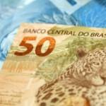 Trabalhador, que ganha o salário mínimo, vai receber R$ 724 em fevereiro