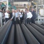 Secretário Luiz Otávio Gomes, governador Teotonio Vilela, diretor de Relações Institucionais da Braskem, Milton Pradines, visitam as instalações da fábrica acompanhados por técnicos e diretores da Tigre-ADS