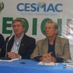 Reitor do Cesmac, João Sampaio, fala sobre a instalação do curso de Medicina, ao lado do coordenador, Dr. Carlos Henrique e do vice-reitor Douglas Apratto