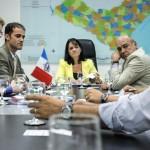 Secretária Poliana Santana em reunião com empresários da cerâmica