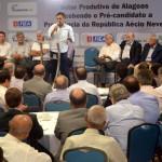 Pré-candidato Aécio Neves participa de debate formado por empresários alagoanos