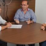 Presidente da CPLA, Aldemar Monteiro, diretor financeiro Fernando Medeiros conversam sobre os projetos da cadeia produtiva do leite com o superintendente da Codevasf Ivan Craveiro