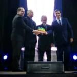 Presidente da Algás, Geoberto Espírito Santo, entrega Prêmio ALGÁS-ADEMI aos empresários Ronald e Ralph Vasco, da V2 Construções