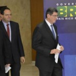 Ministros Joaquim Levy, da Fazenda, Nelson Barbosa, do Planejamento, e Alexandre Tombini, do Banco Central chegam à sala de imprensa no Palácio do Planalto para a primeira entrevista