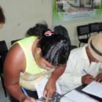 Agricultores assinam contrato com o Banco do Brasil