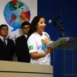 Estudante Júlia Maria Paredes se mostra feliz e emocionada com a conclusão do curso de inglês