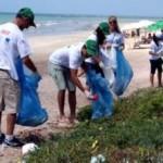 liSociedade participa de limpeza de rios e praias