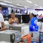 Consumidor está apenas observando e adiando novas compras