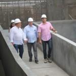 Presidente da Fiea, José Carlos Lyra, apresenta as novas unidades do Sesi/Senai ao secretário de Educação, Luciano Barbosa, acompanhado por Thiana Feitosa e Eduardo Trindade