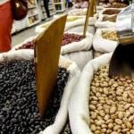 Feijão ainda continua sendo o item que custa mais caro na feira das famílias nordestinas