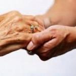 Aumenta cada vez a procura por profissionais para cuidar de idosos