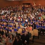 Estudantes participam da aula inaugural hoje no Centro de Convenções