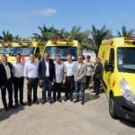 Classe política prestigiou a entrega de novas ambulâncias