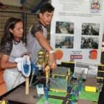 Estudantes desenvolvem projeto de robótica