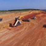 Máquinas aceleram obra de duplicação ligando Barra de São Miguel à BR 101 em São Miguel dos Campos