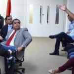 Deputado estadual Inácio Loiola e governador em exercício Luciano Barbosa ouvem atentamente as necessidades dos moradores de Piaçabuçu
