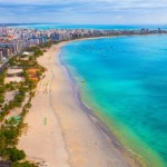 Litoral alagoano com as belas praias de águas cristalinas, ora verde, ora azul, encantam os turistas