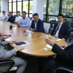 Vice-governador Luciano Barbosa e secretário Rafael Brito recebem empresários chineses no Palácio República dos Palmares